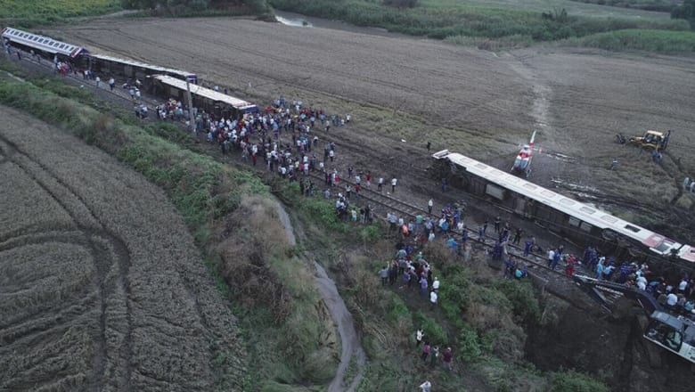 تركيا: ارتفاع عدد قتلى حادثة القطار إلى أكثر من 24