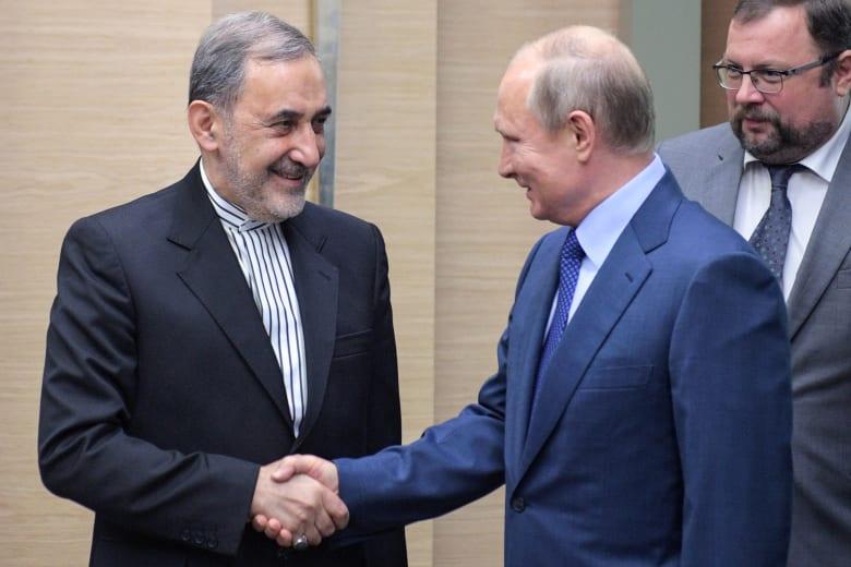 علي أكبر ولايتي يلتقي بوتين