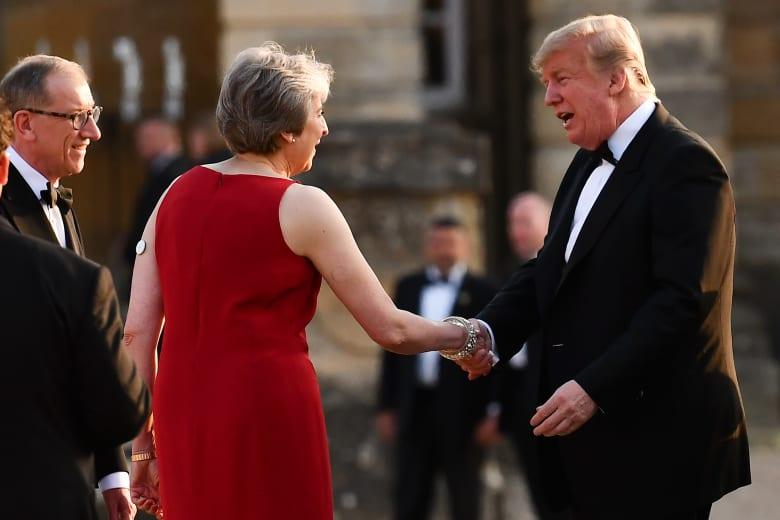 ماذا قال ترامب عن ملكة بريطانيا ورئيسة وزرائها؟