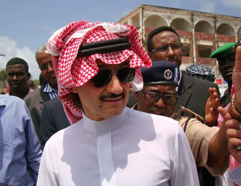 الوليد بن طلال ينشر صورة مع محمد بن سلمان.. فماذا كتب تعليقا عليها؟