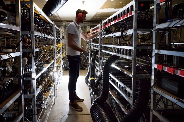 """ما هي مبادرة Hyperledger؟ وكيف تساهم بتطوير تقنية """"البلوك تش"""