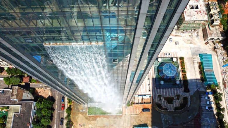 في الصين.. ناطحة سحاب جديدة بشلال يبلغ طوله 108 متراً