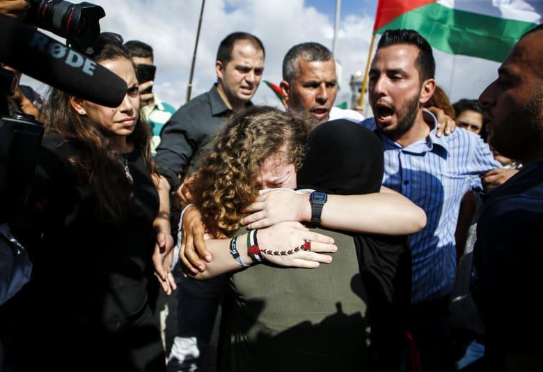 بعد 8 أشهر خلف القضبان.. عهد التميمي ووالدتها إلى الحرية