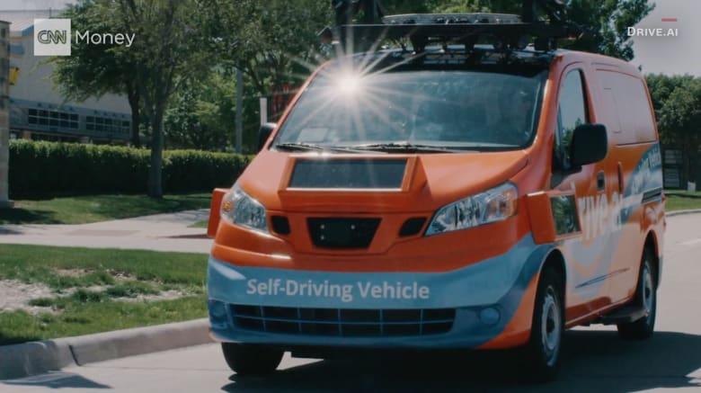 شاهد.. بإمكان هذه الحافلة ذاتية القيادة التواصل مع المشاة