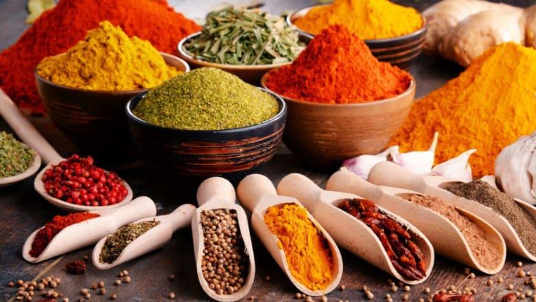 بين الفائدة والنكهة.. إليك ما لا تعرفه عن أعشاب المطبخ العربي