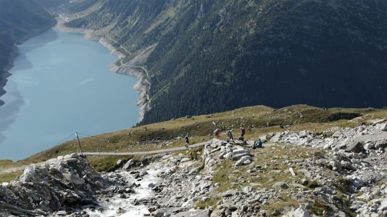 تحدي الـ200 كيلومتر و45 ألف قدم.. في يومين مشياً على الأقدام