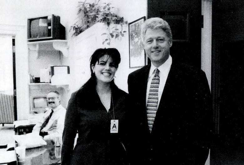 فضيحة بالبيت الأبيض.. قصة علاقة كلينتون ومونيكا من 20 عاما