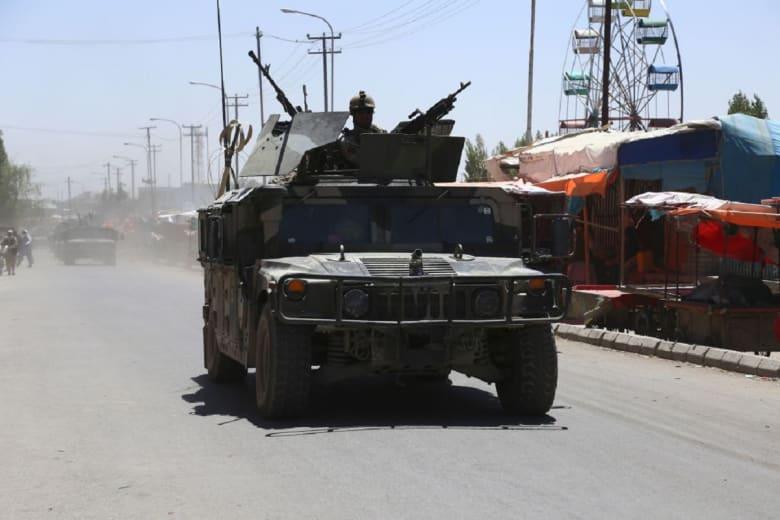 في حديثه لـCNN.. مسؤول أفغاني يتهم طالبان باختطاف 150 شخصا من 3 حافلات