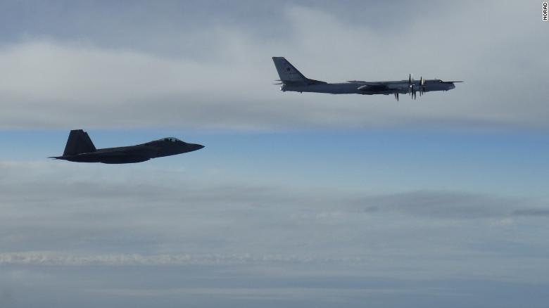 مقاتلتا F-22 تعترض قاذفة روسية قرب ألاسكا