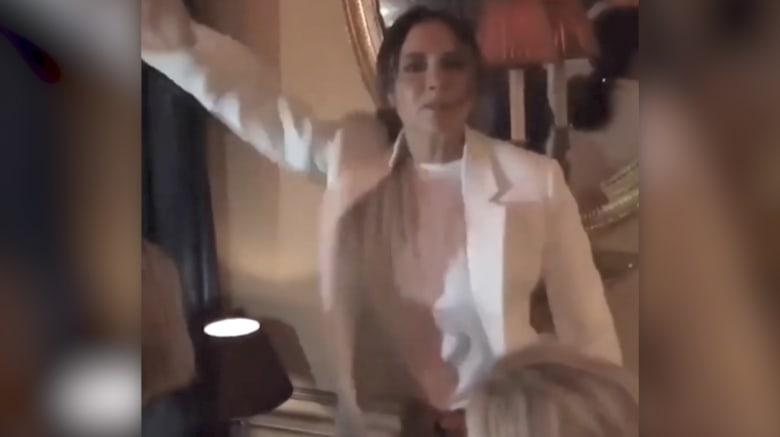 """فيكتوريا بيكهام تشعل الانترنت برقصها على أنغام """"سبايس غيرلز"""""""