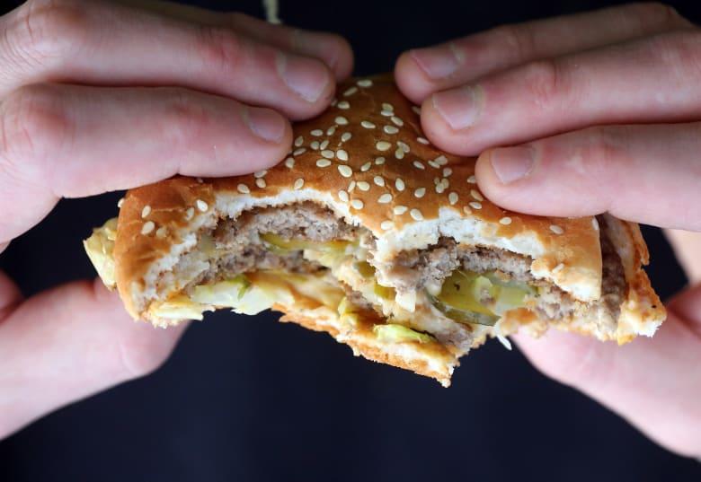 هل تساءلت يوماً عما يتضمنه لحم الوجبات السريعة الذي تتناوله؟