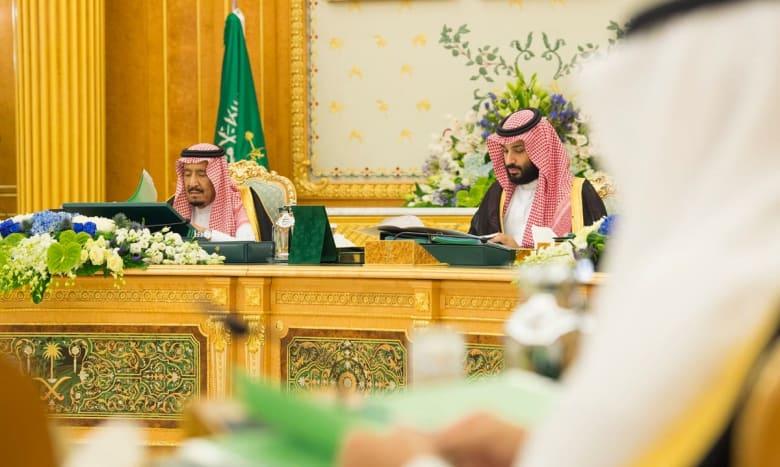 الملك سلمان وولي عهده يعزيان عائلة جمال خاشقجي.. وابنه يشكرهما