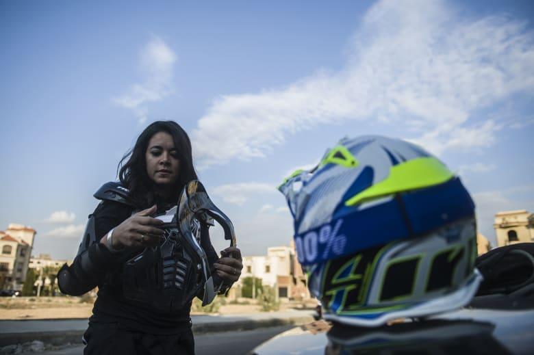 """""""أريد أن أصبح بطلة العالم"""".. من هي سائقة رالي مصر الوحيدة؟"""