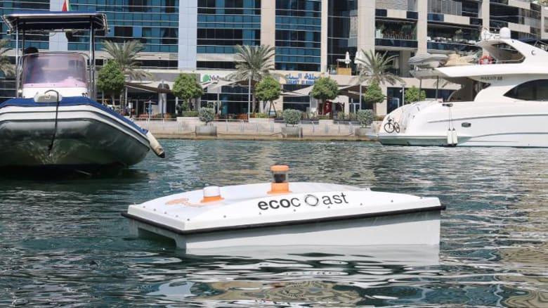 """دبي تحتضن مركبة """"قرش"""" ذاتية القيادة آكلة للقمامة"""