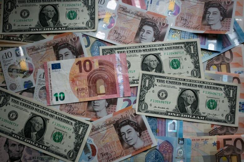 كيف يؤثر الدولار القوي سلبا على الاقتصاد الأمريكي؟