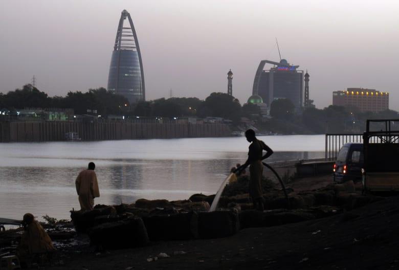 ما تأثير رفع السودان من قوائم الإرهاب على اقتصاده المُنهك؟