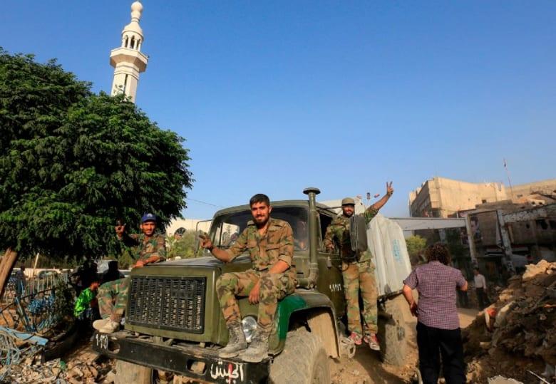 """""""سانا"""": الجيش السوري يحرر """"مختطفات السويداء"""" بعد معركة طاحنة مع """"إرهابيي داعش"""""""