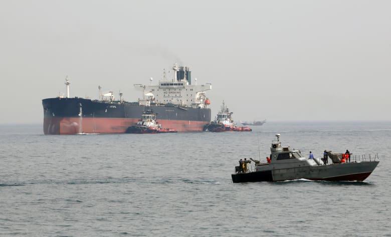 ماذا قال هوك عن ناقلات إيران وخطر السماح لها بالعبور والرسو؟