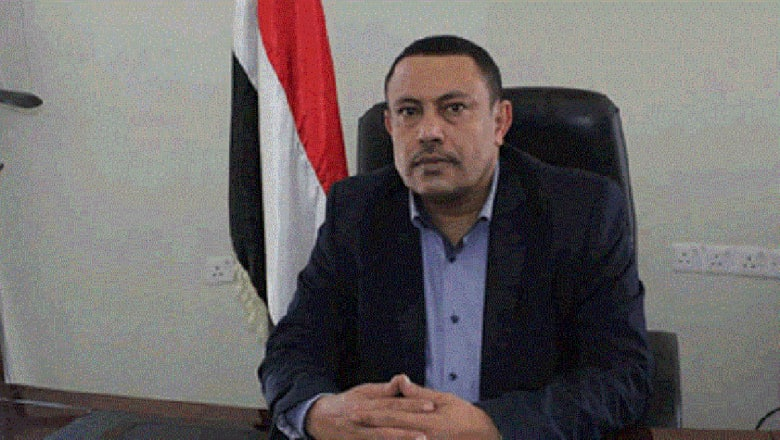 """تداول مقطع """"رمي حذاء"""" صوب وزير حوثي منشق في السعودية"""