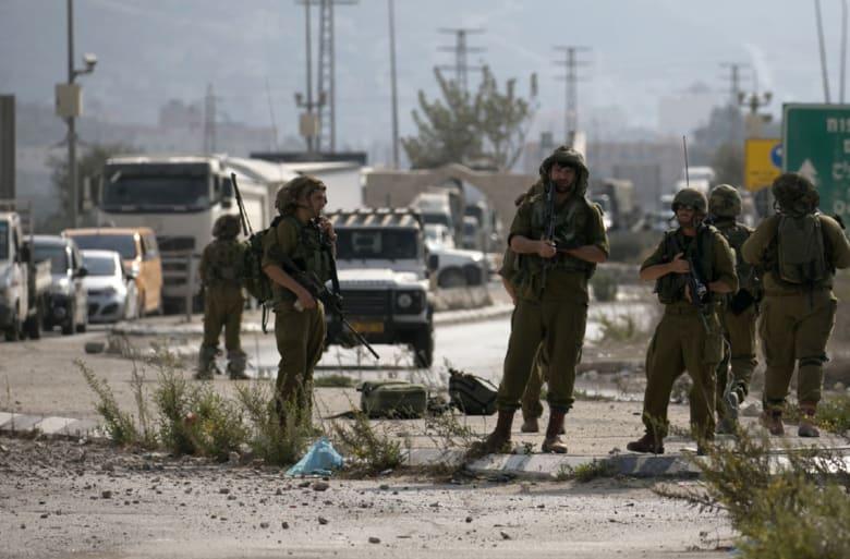 """إسرائيل تعزز قواتها قرب غزة.. ونتنياهو في """"حداد"""" على """"المقدم م"""": سنكشف عن """"بطولاته"""""""