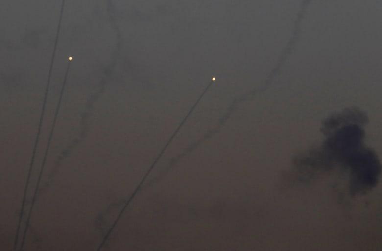 الجيش الإسرائيلي: أكثر من 200 قذيفة صاروخية سقطت من غزة تم اعتراض 60 منها