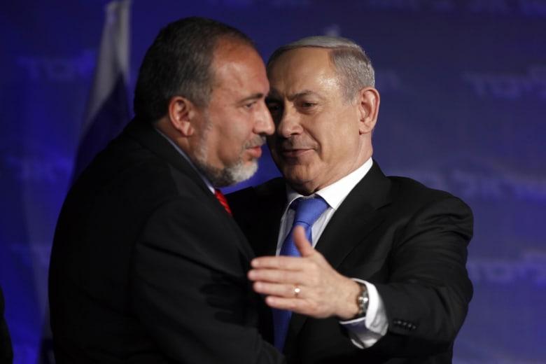 وزير الدفاع الإسرائيلي ينفي دعمه لوقف أطلاق النار مع حماس