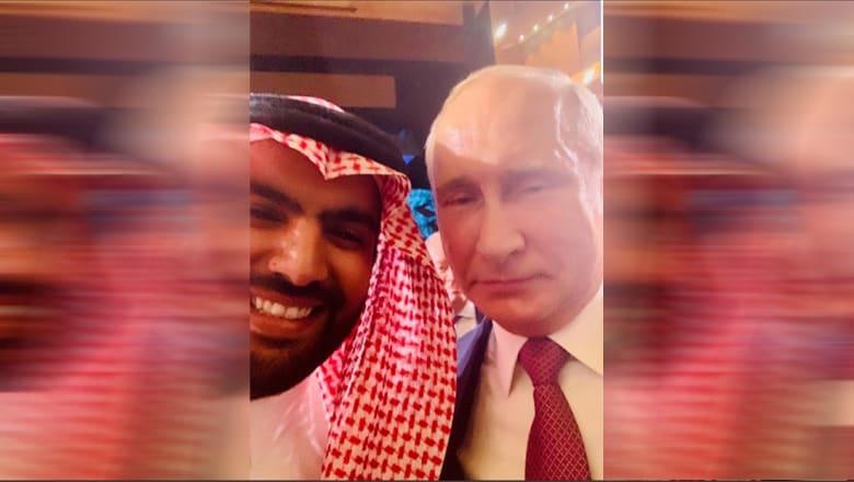 """وزير الثقافة السعودي يغرد بـ""""سيلفي"""" مع بوتين"""