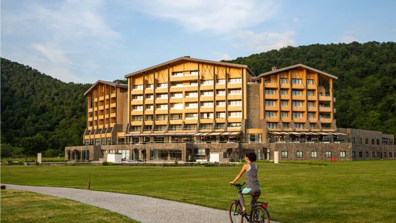 """قصر """"تشينوت"""" الفاخر.. تجربة حصرية من قلب غابات أذربيجان تجدد من ريعان شبابك"""