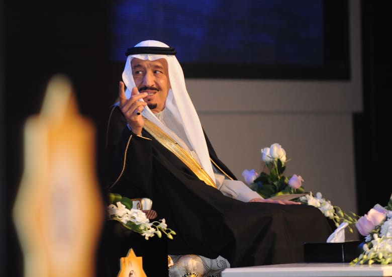 """بعد بكائها طلبا للقائه.. فيديو مقابلة الملك سلمان لـ""""طفلة القريات"""""""