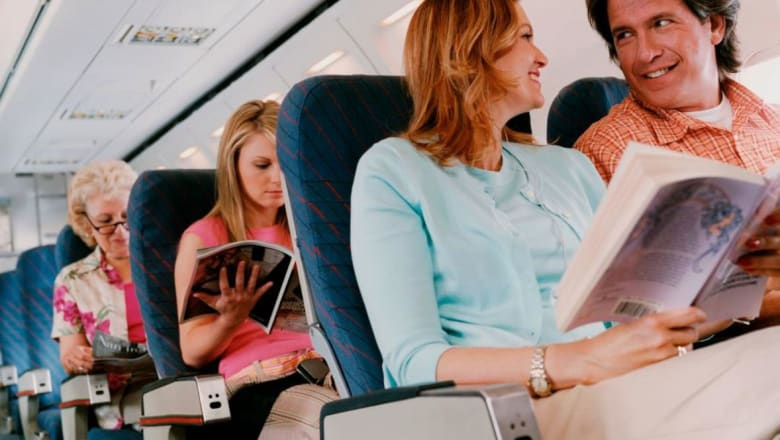 هل تكرهون النزاعات المتكررة بين المسافرين؟ إليكم أهم آداب الطيران لرحلة مريحة