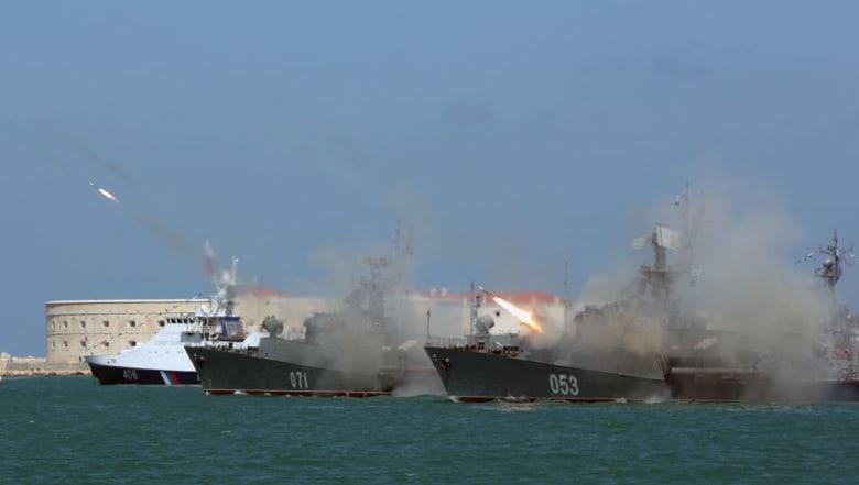 أوكرانيا تتهم روسيا بفتح النار على سفنها البحرية والاستيلاء عليها