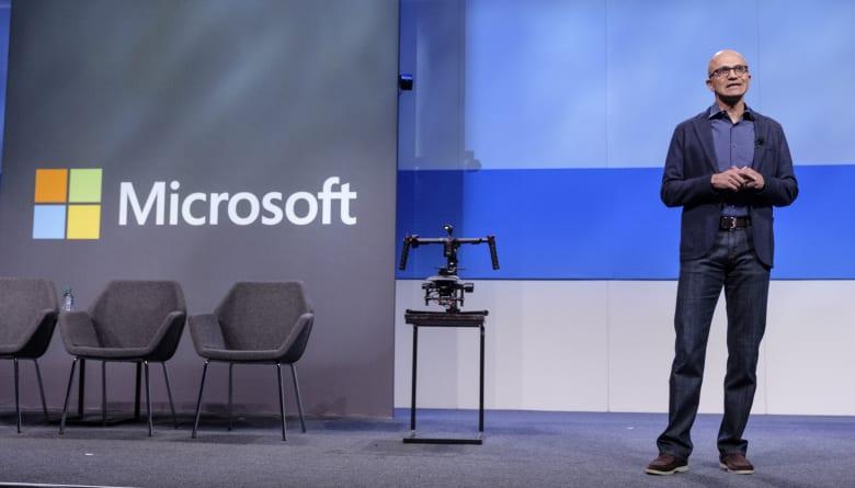 مايكروسوفت تنتزع لقب الشركة الأكثر قيمة بالعالم من آبل