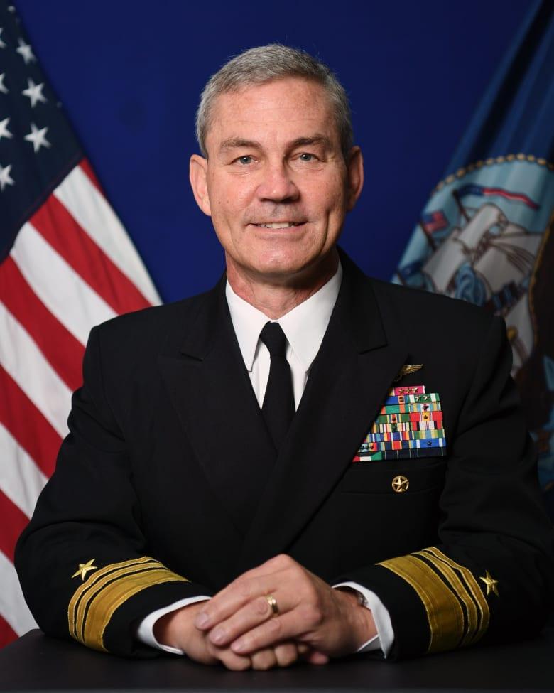 العثور على قائد البحرية الأمريكية في الشرق الأوسط ميتا