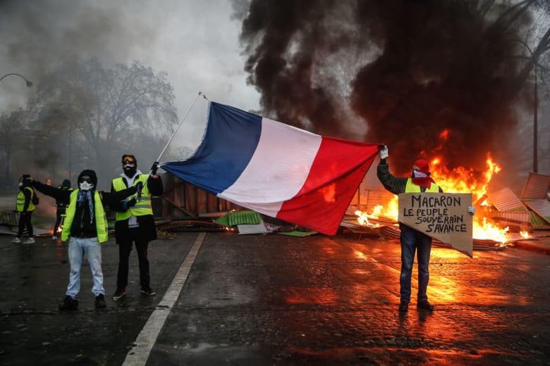 """الحكومة الفرنسية تتعهد بـ""""رد حازم"""" على الاحتجاجات العنيفة"""