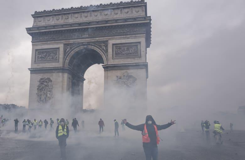 """بشار جرار يكتب لـCNN عن مأزق ماكرون و""""أسلمة أوروبا"""": السترات الصفراء تكشف المستور"""