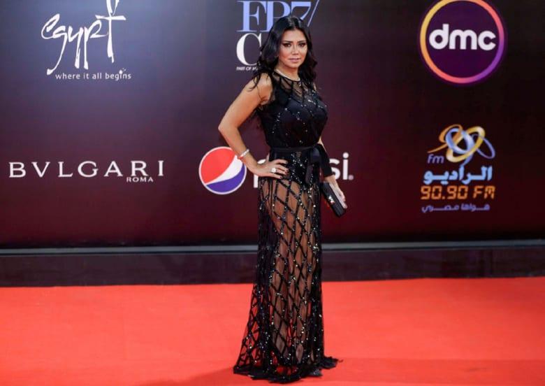 في أول ظهور بعد أزمة الفستان.. رانيا يوسف للمصريين: سامحوني