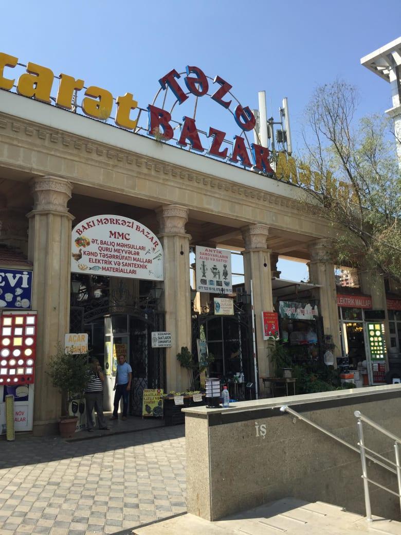 من جرو إلى كاميرا قديمة من الاتحاد السوفييتي.. إليك ما ستجده في هذا السوق الأذربيجاني