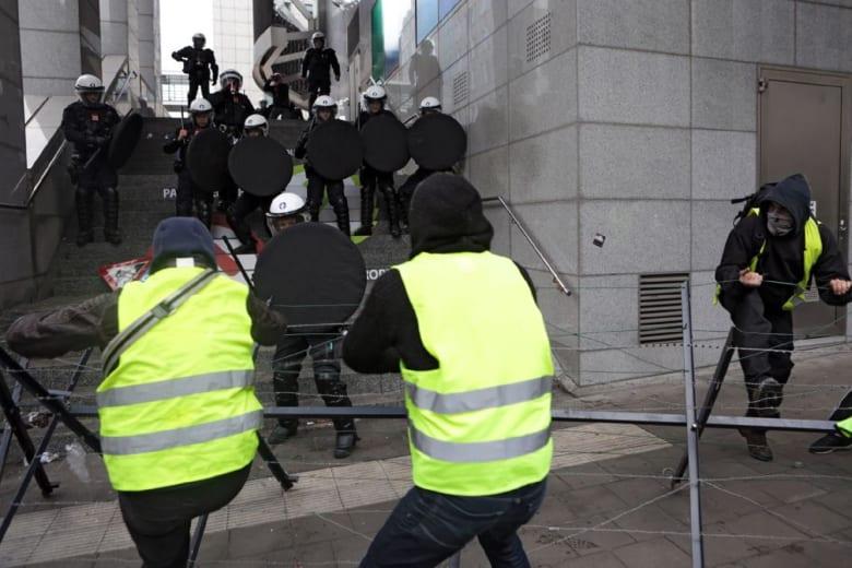فرنسا تترقب خطاب ماكرون وسط احتجاجات طلابية