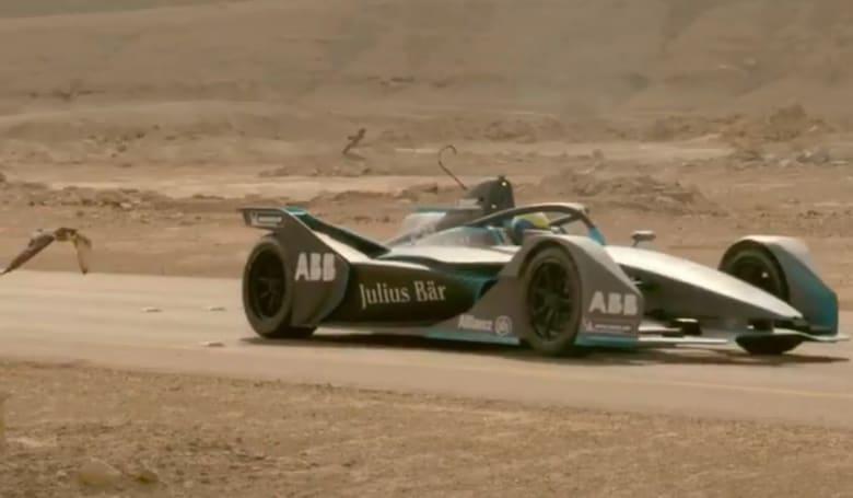 مغامرة تنافسية بين صقر وسيارة فورمولا إي GEN 2 بالسعودية