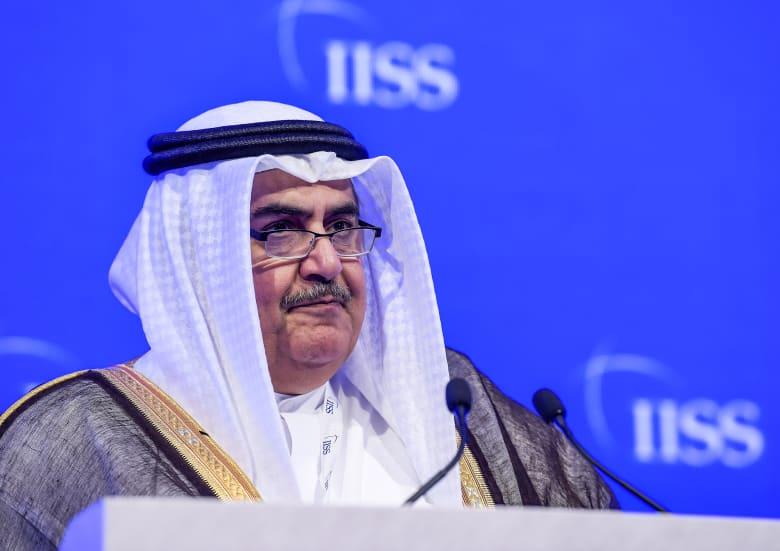 وزير خارجية البحرين يعلق على كلمة أمير قطر: يدعو للحوار ولا يحضر قمة الرياض