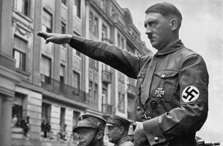 """بريطانيا: إلقاء القبض على زوجين أطلقا على ابنهما اسم """"أدولف"""" نسبة لهتلر"""