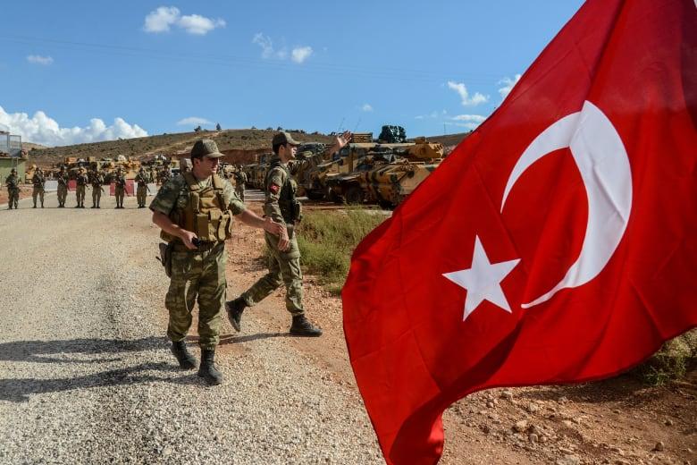 وزير دفاع تركيا يعلق على عمليات قواته بسوريا: نركز على منبج وشرق الفرات
