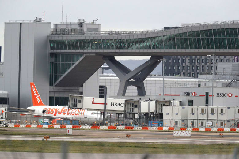 """غلق مطار جاتويك.. والجيش البريطاني يساعد الشرطة بـ""""معدات متخصصة"""""""