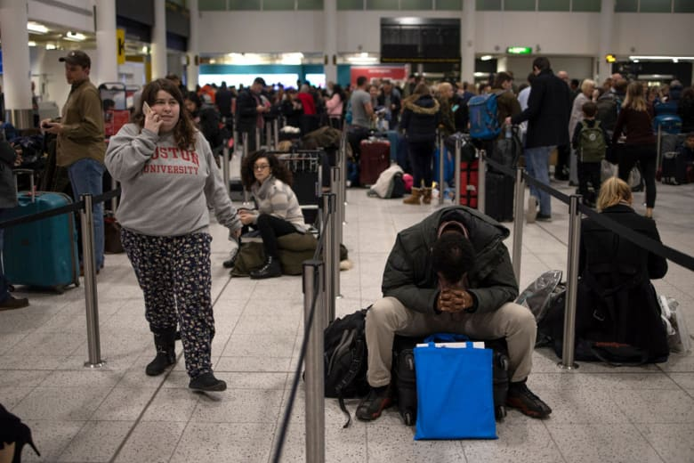 آخر تطورات غلق مطار جاتويك في بريطانيا.. نصيحة للمسافرين