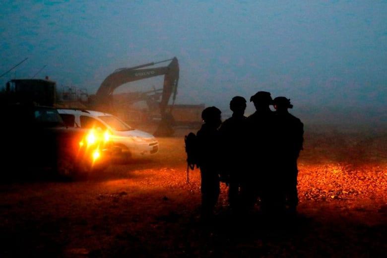 إسرائيل تعلن سبب دوي الانفجارات بالقطاع الغربي على حدود لبنان