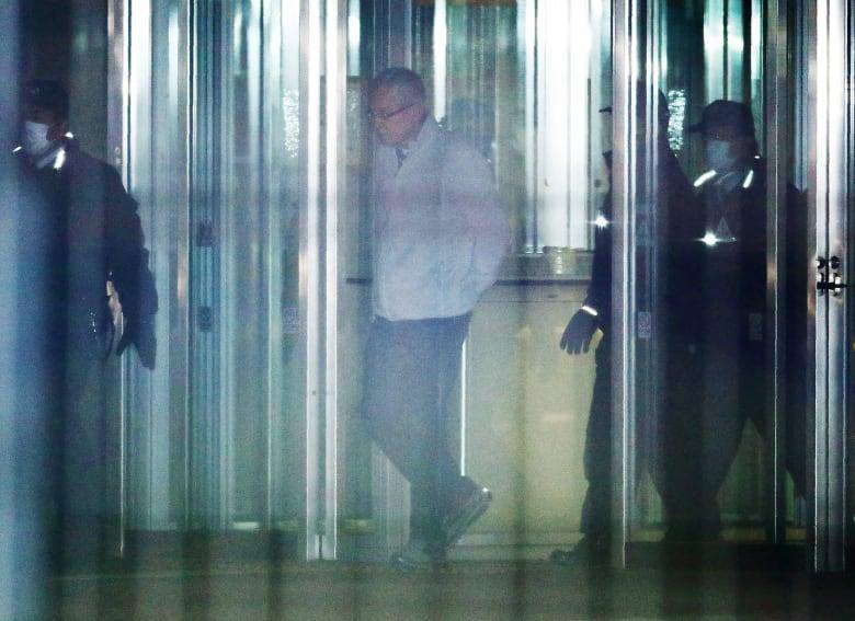 محكمة يابانية تفرج عن مساعد كارلوس غصن بكفالة