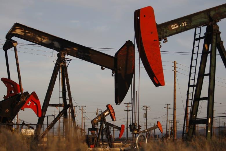 أسعار النفط تقفز 9% رغم استمرار عوامل الضغط