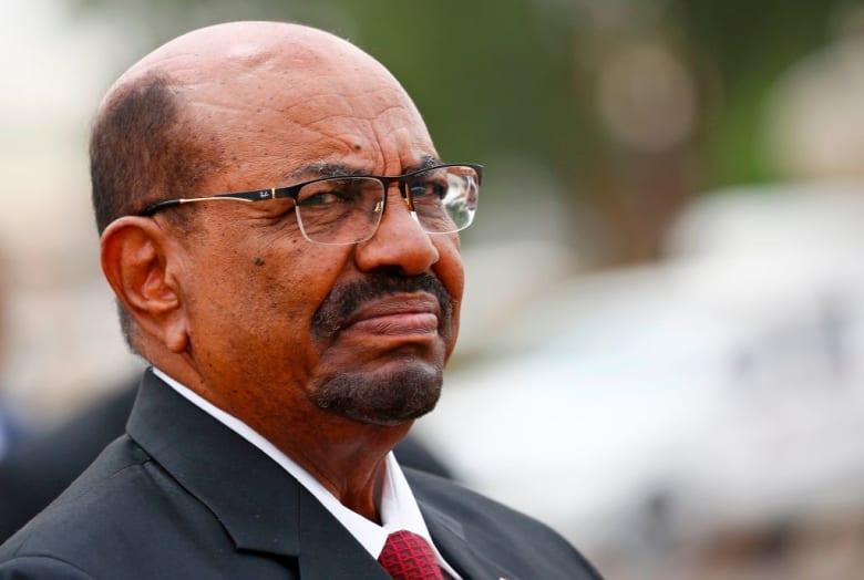 الشرطة السودانية تطلق النار في الهواء لتفريق المتظاهرين في الخرطوم