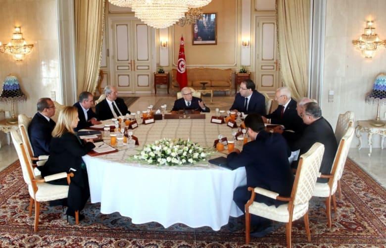 السبسي: الأوضاع الاقتصادية والاجتماعية في تونس متردية