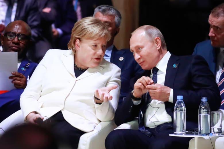 ماذا دار في مكالمة بوتين وميركل بشأن سوريا؟